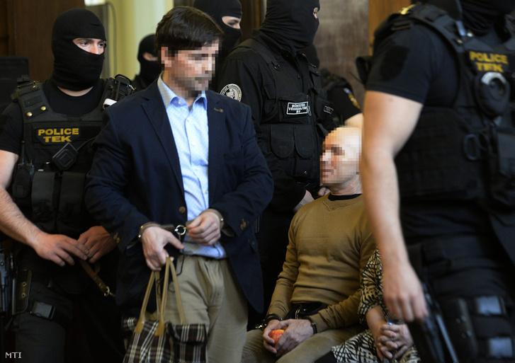 Portik Tamás (b) és Jozef Rohác a Fővárosi Törvényszék tárgyalótermében 2016. március 31-én.
