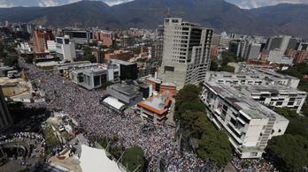 Előre hozott választást akar Maduro Venezuelában
