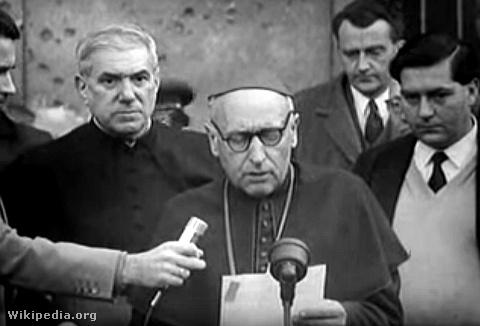 1956. október 30-án az Újpesti Nemzeti Bizottság fegyveres csoportot küldött Mindszenty József kiszabadítására. Itt: a bíboros a kiszabadítása után tartott sajtókonferencián.