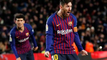 Egészen hihetetlen ívet rúgott Messi a labdába
