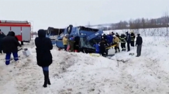 Gyerekeket szállító busz borult árokba Oroszországban, többen meghaltak