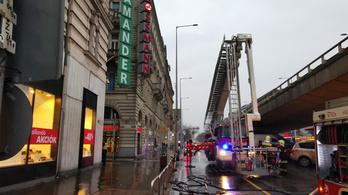 Fényreklám lángolt Budapest belvárosában