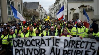 Macron népszavazást tartana a sárgamellényesek követeléseiről