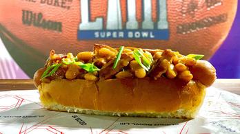Babos, juharszirupos hot dog – furcsa kajákkal sokkolnak a Super Bowlon