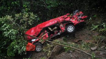 Sárlavina zúdult egy autópályára Bolíviában