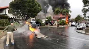 Lakóházra zuhant egy kisrepülő Kaliforniában