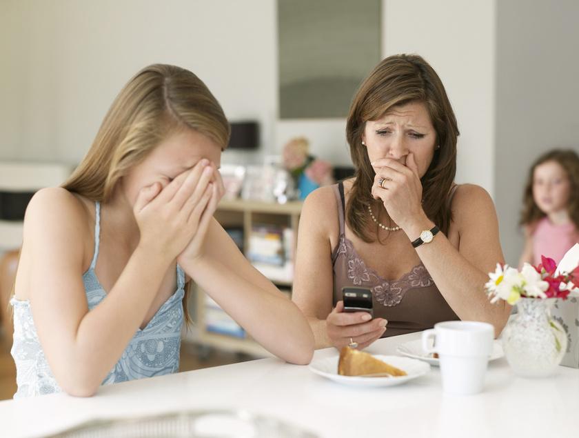 cyber-bullying-anya-gyerek-zaklatas