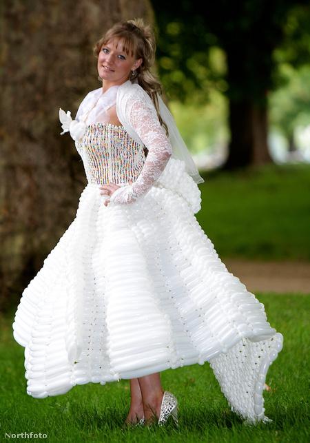 Vicky Levett Katalin hercegné esküvői ruhájának lufiból készített másában