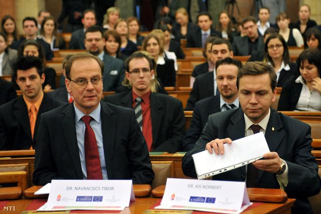 Dr. Navracsics Tibor és Dr. Kis Norbert (jobbra)