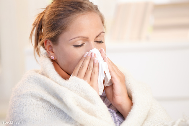 stockfresh 624118 young-woman-having-flu-blowing-her-nose sizeM