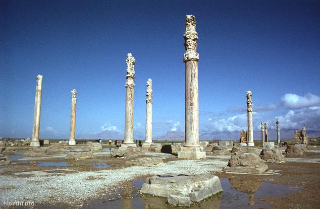 Az apadana (oszlopcsarnok) Perszepoliszban, ez volt Dárajavaus király fogadóterme és trónterme is