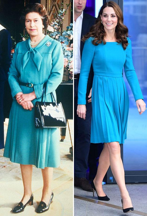 Katalin és Erzsébet is szereti a kéket. Ezt a letisztult, pliszírozott ruhát a királynő 1981-ben viselte a Buckingham-palotában. Katalinon pedig 2019-ben láttunk hasonlót a BBC Broadcasting House-ban.