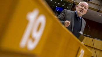 Orbántól óvja Timmermans a Néppártot
