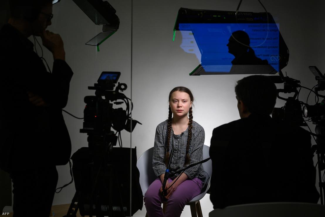 Greta Thunberg tévéinterjút ad a davosi Gazdasági Fórumon 2019. január 25-én