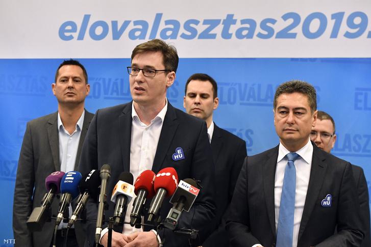 A baloldali pártok, az MSZP, a Demokratikus Koalíció (DK), a Párbeszéd és a Szolidaritás fővárosi előválasztásának győztese, Karácsony Gergely, a Párbeszéd főpolgármester-jelöltje (b) és Horváth Csaba, az MSZP főpolgármester-jelöltje (j) a Villányi úti Konferenciaközpontban tartott sajtótájékoztatón 2019. február 3-án