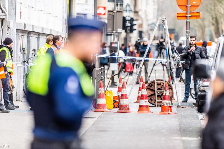 Rendőrök helyszínelnek a bankrablást követően a BNP Paribas bankban Antwerpenben, 2019. február 4-én.