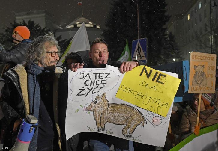 Tüntetők Varsóban 2019. január 9-én