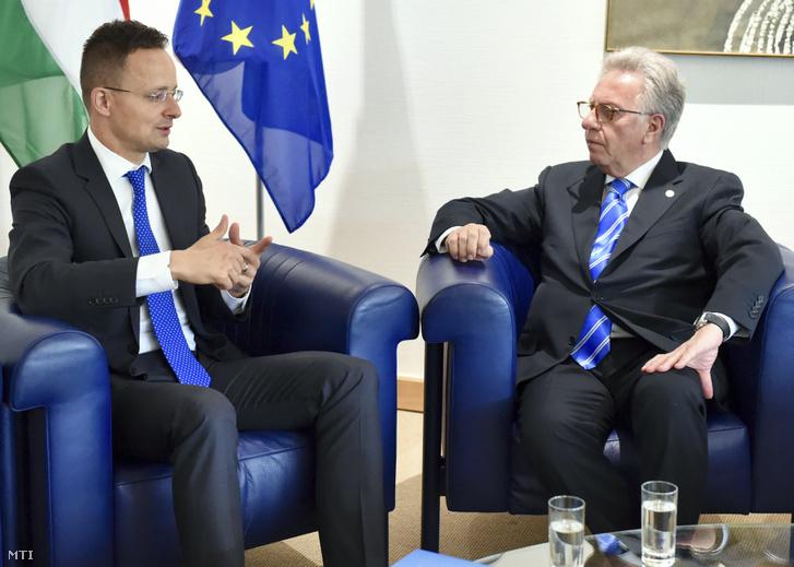 Szijjártó Péter külgazdasági és külügyminiszter (b) és Gianni Buquicchio, az Európa Tanács alkotmányjogi kérdésekben illetékes szakértői testülete, a Velencei Bizottság elnöke megbeszélést folytat Strasbourgban 2018. június 18-án