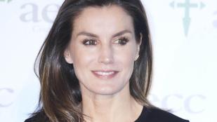 Banális hiba miatt szenvedett látványos ruhabalesetet a spanyol királyné