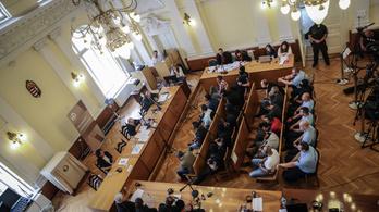 Vádat emeltek a halálkamion embercsempészeivel együtt dolgozó bolgár férfi ellen