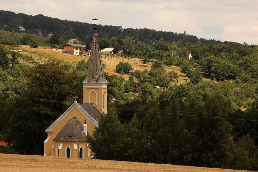 300-nál is kevesebben lakják a paradicsomi kis falut: Cák ősi pincesorában megállt az idő