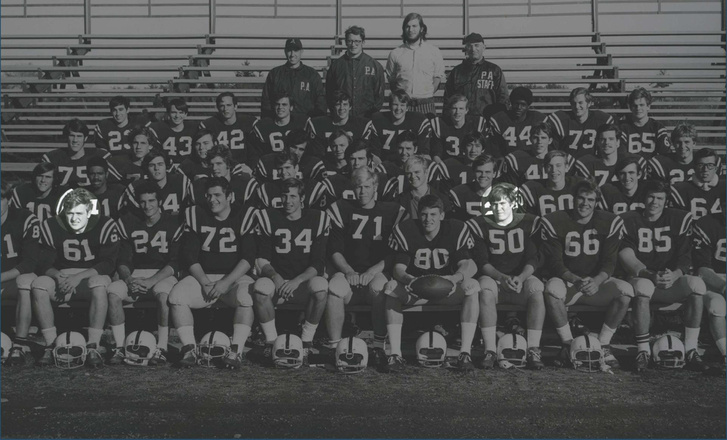 Adams (#61) és Belihick (#50) kiemelve az 1970-es andoveri amerikaifutball-csapatban