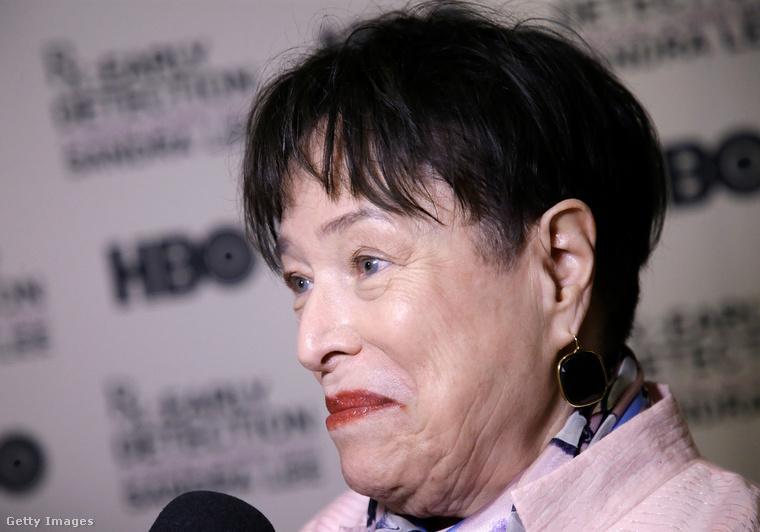 Kathy Bates az utóbbi időben petefészek- és mellrákkal is küzdött, majd nyiroködémája is volt, de mindenből felgyógyult, és fogyását nem a betegség okozta.