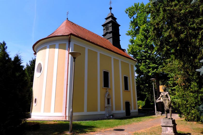 Gyönyörű kápolna áll a gyógyfürdőben: a magyar falu igazi gyöngyszem, és a borai is kiválóak