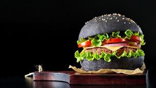 Fekete tészta, fekete csirke, fekete burger hódít a gasztronómiában