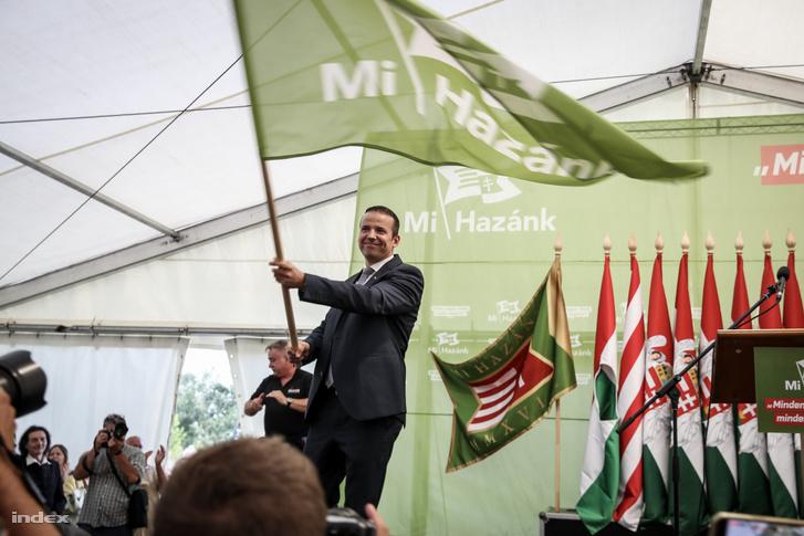 Toroczkai László, Ásotthalom polgármestere, a mozgalom alapítója a Mi hazánk mozgalom zászlóbontó nagygyűlésén Ásotthalmon 2018. június 23-án. Toroczkai László bejelentette: a mozgalom párttá alakul.