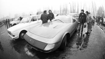 77-es szürreál: Ferrari az angyalföldi sárban