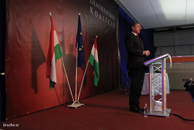 """""""Orbánnak mennie kell!"""""""