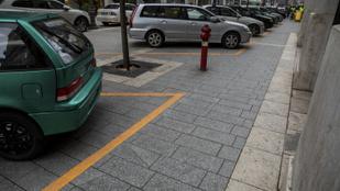 Sétálóutcából csináltak parkolót a belvárosban