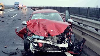 Szembe ment a forgalommal az M5-ösön halálos balesetet okozó idős férfi