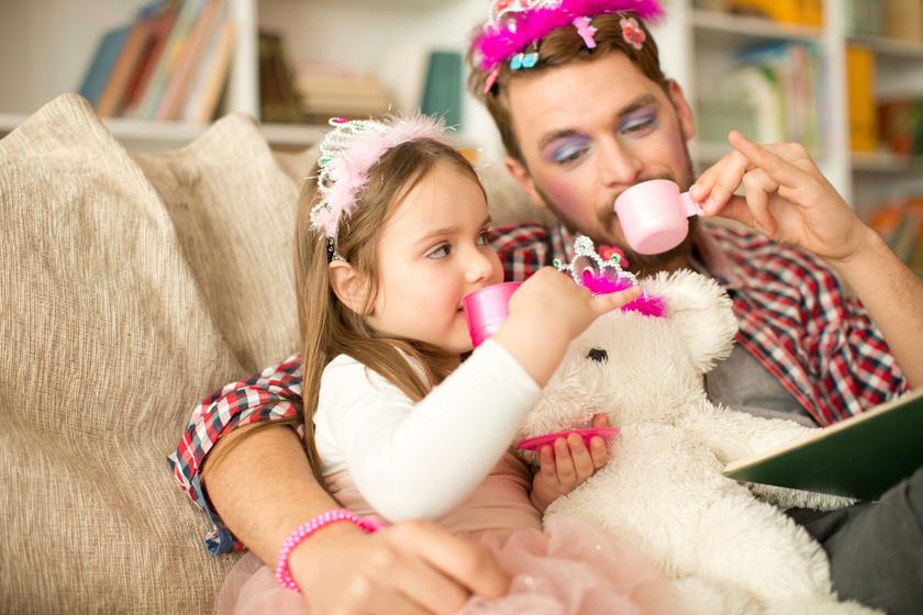 Így lesz apából hercegnő a lánya kedvéért - Tündéri apa-lánya fotókat mutatunk