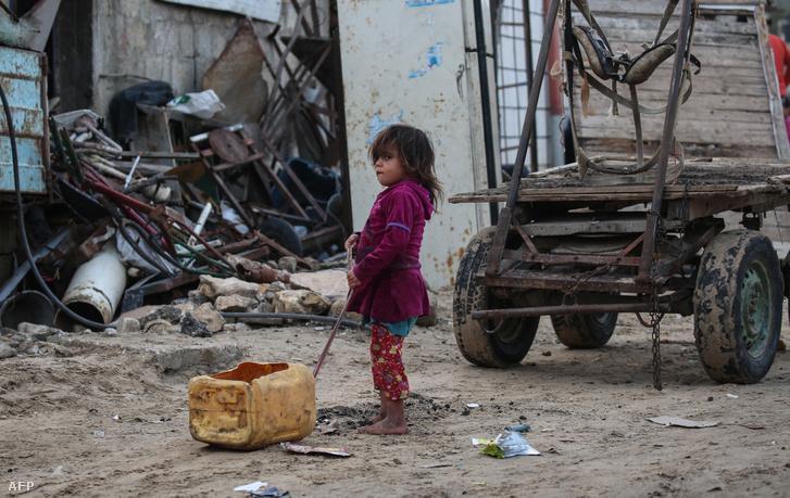 Palesztin kislány a gázai övezetben 2018 decemberében