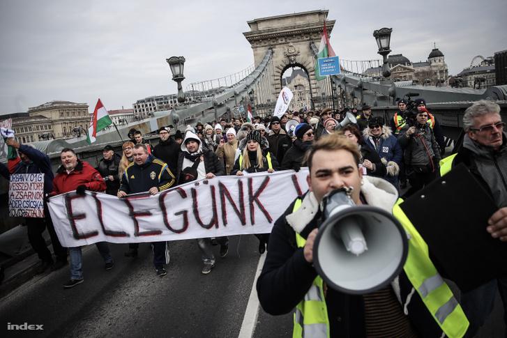Tüntetés a túlóratörvény ellen 2019. január 19-én