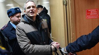 Oroszországban vallási extrémizmus miatt zártak börtönbe egy Jehova Tanúját