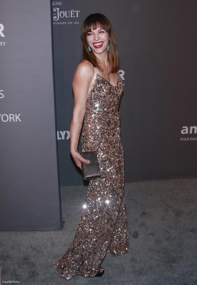 Hasonló színkombinációt választott Mila Jovovich is.
