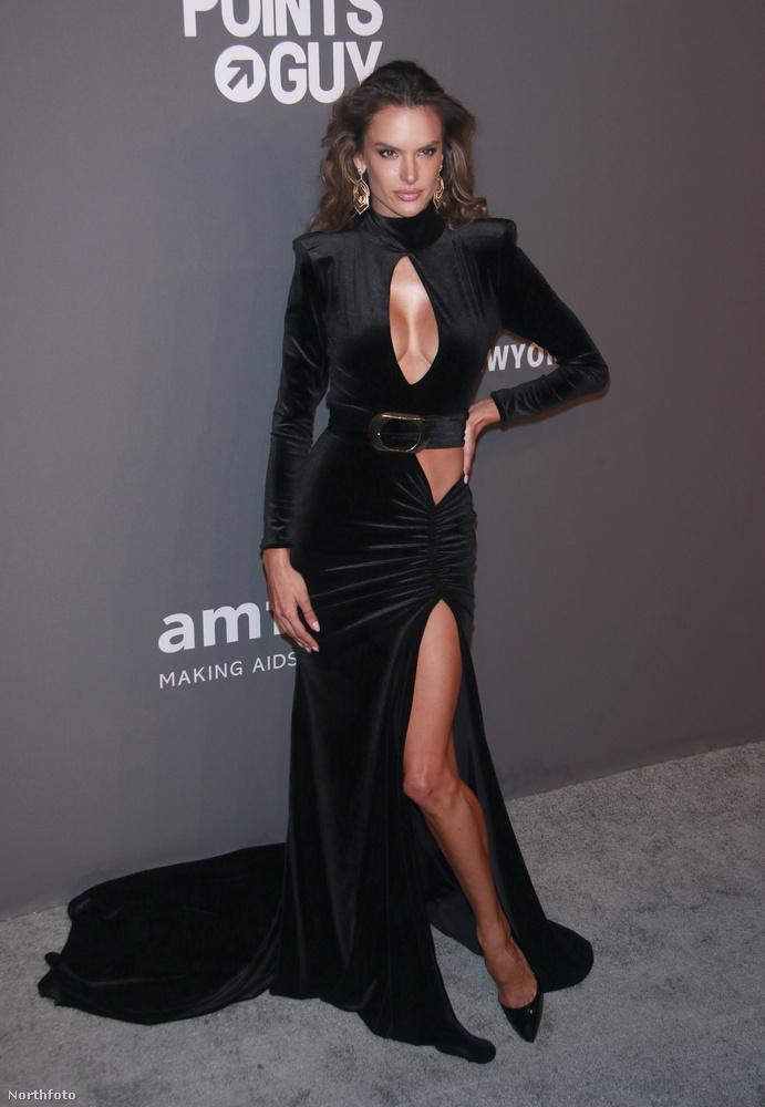 Alessandra Ambrosio szupermodell például a kulcslyukra emlékeztető dekoltázst választotta erre az estére.