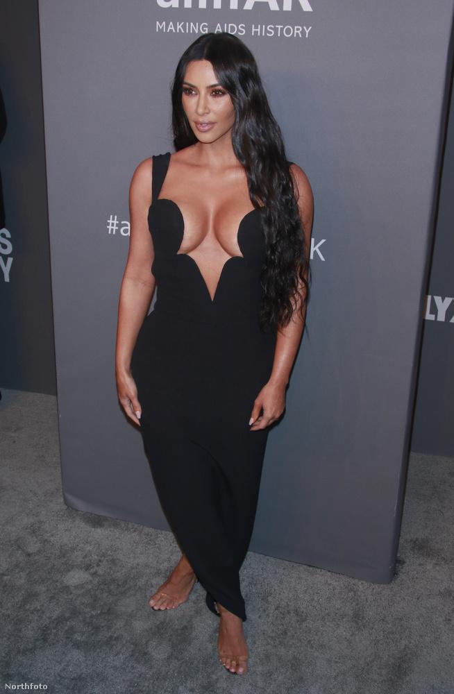 De térjünk vissza a fekete, dekoltált ruhákhoz, mert Kim Kardashianen kívül rengetegen voltak még ilyenben!
