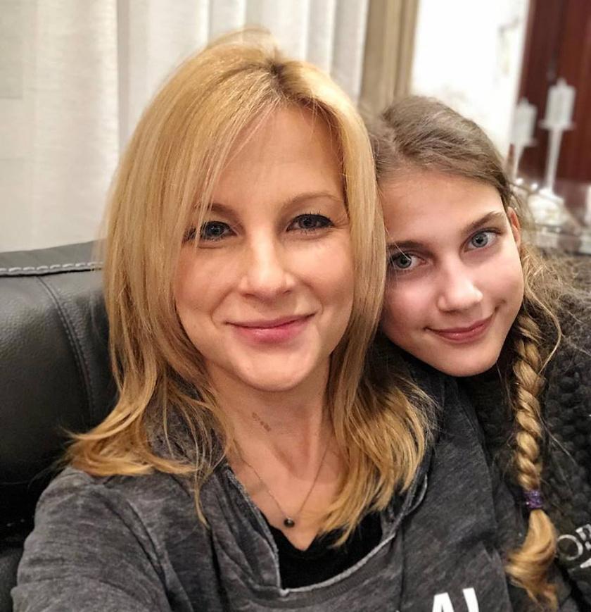 Várkonyi Andrea lánya, Nóri édesanyja szépségét örökölte.