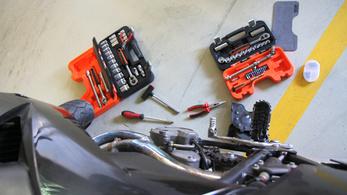 Amatőr motorszerelő miatt gyulladt ki a családi ház
