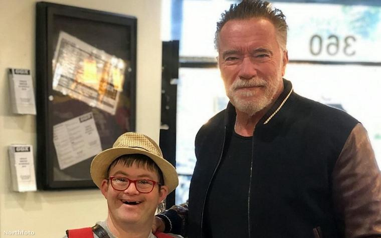 Arnold Schwarzeneggerért egyébként nem feltétlenül kell mindig Los Angelesbe menni, a híresség pont a napokban járt utoljára itt nálunk Magyarországon, Andy Vajna temetése miatt töltött időt Budapesten.