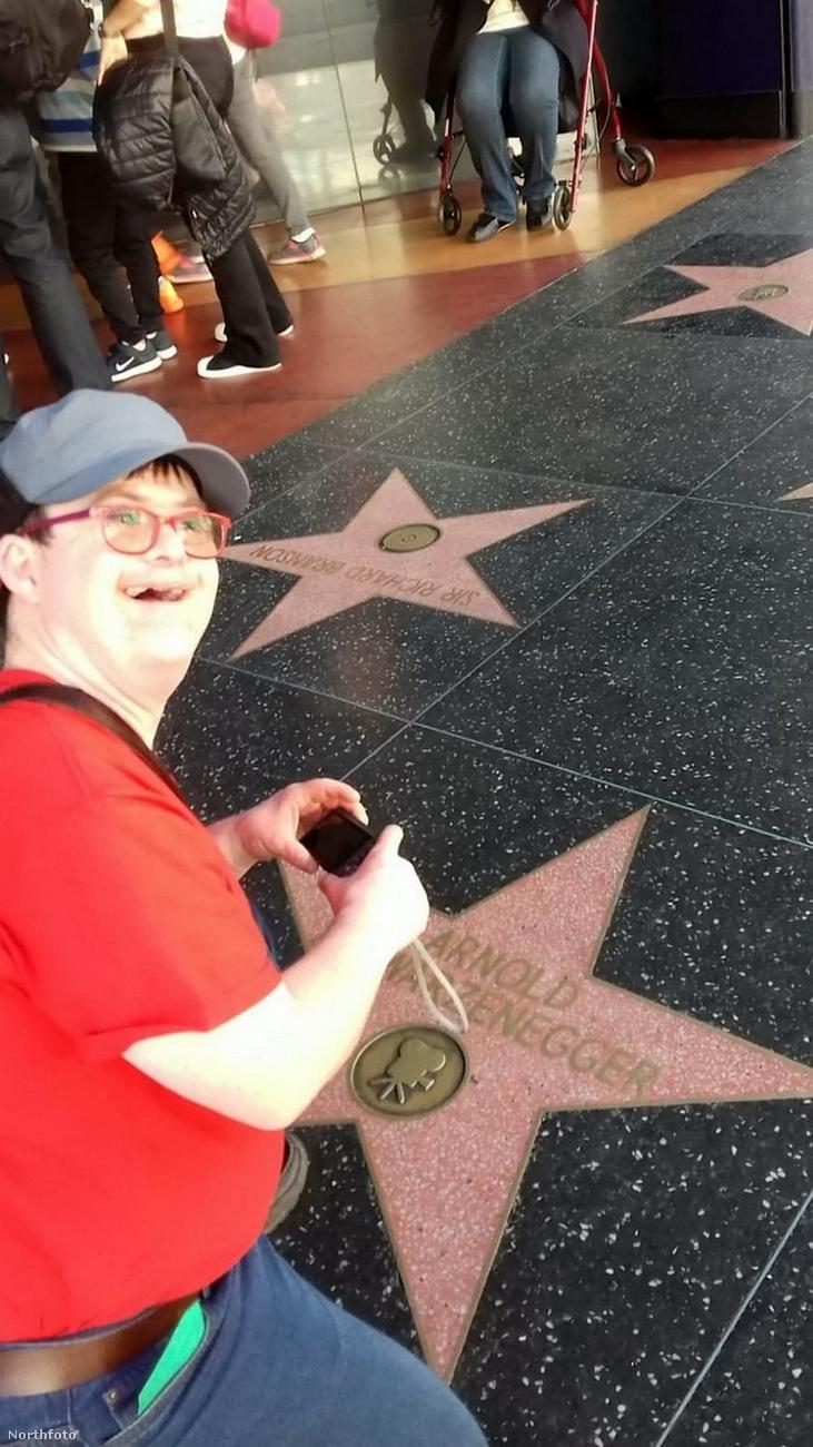 Nos, amikor Gareth Bevan Los Angelesbe ért, először is felkereste Schwarzenegger csillagát a Hírességek sétányán.