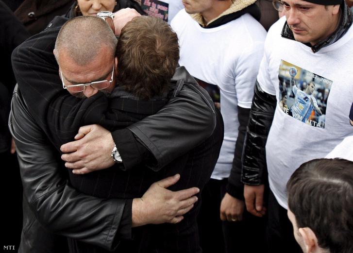 Petre Cozma fia temetésén Bukarestben 2009. február 13-án.