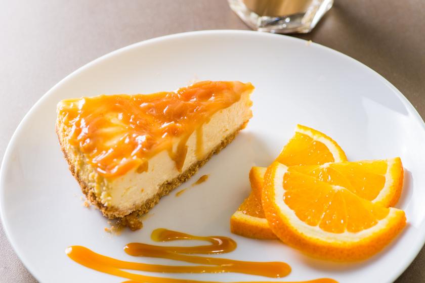 Illatos, krémes, narancsos sajttorta a sütőből: könnyű és finom édesség