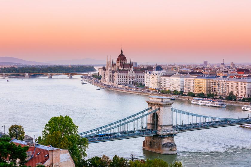 Ma már természetes, hogy Budapest Budapest, azonban az 1873-as egyesítéskor több név is felmerült: Bájkert, Dunagyöngye, Etelvár, Hunvár, Honderű, Pestbuda is versenyben volt a lehetséges elnevezések között.