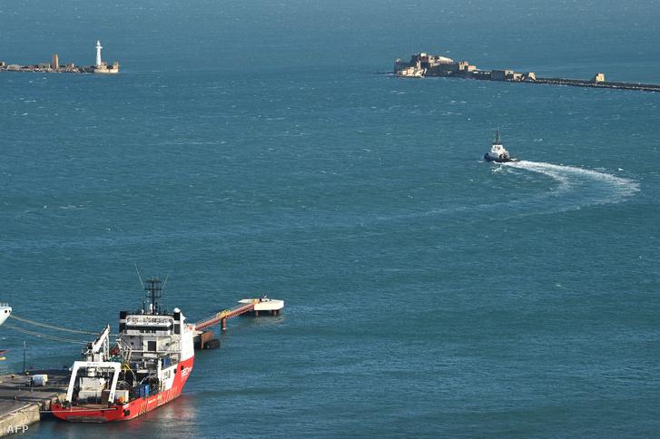 A Geo Ocean III nevű hajó, amivel a roncsban talált testet szállították a partra