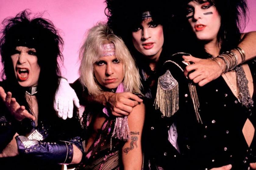 A Mötley Crüe 1981-ben robbant a köztudatba, a zenekar tagjai pedig hamarosan az akkori hair metál korszak legmeghatározóbb, rendkívül divatorientált alakjai lettek.